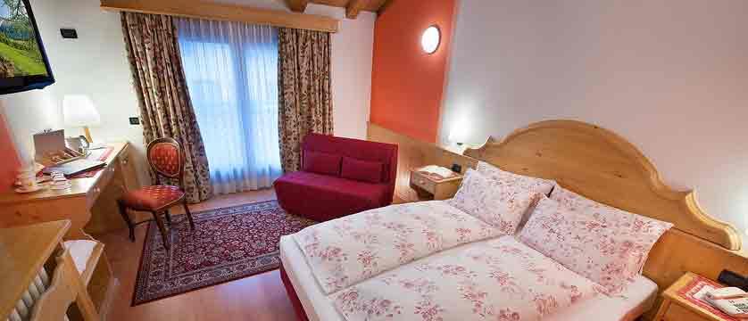 italy_livigno_hotel-st-michael_superior-bedroom.jpg